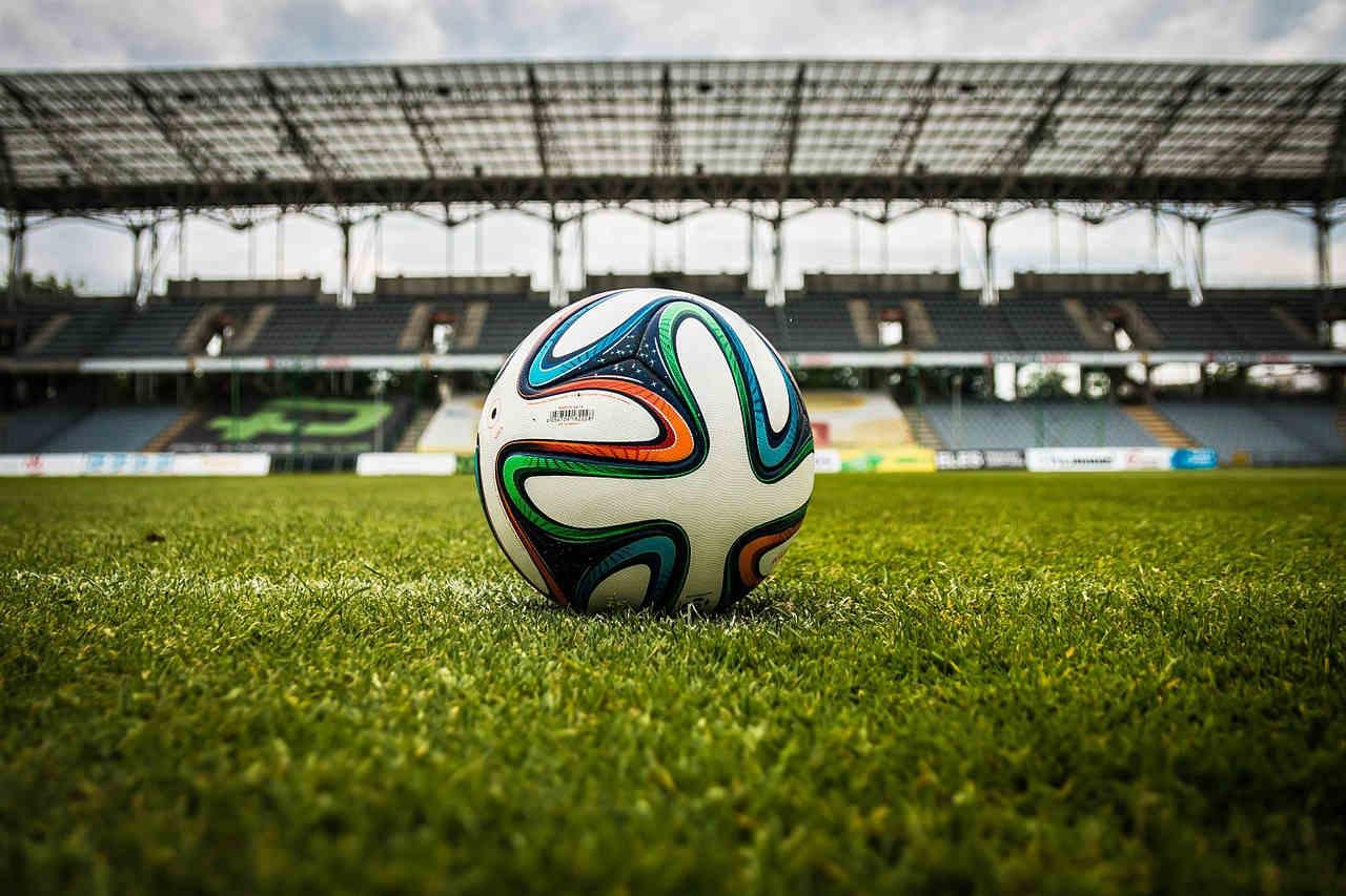 zasady gry w piłkę nożną