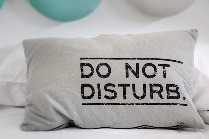Jak sobie pościelisz, tak się wyśpisz. Co jest ważne w poduszce do spania?